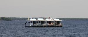9 houseboats