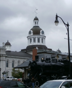 (yep, that's the City Hall behind a cool train)